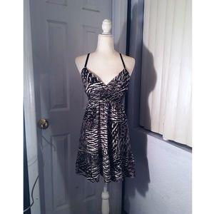 BEBE V NECK X/S Black and White Dress
